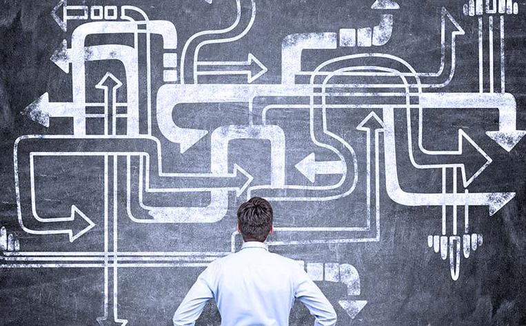 مهندس داده در حین طراحی خطوط داده ی امن